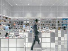IT Shop | Photo by Xianjuan HU on Unsplash