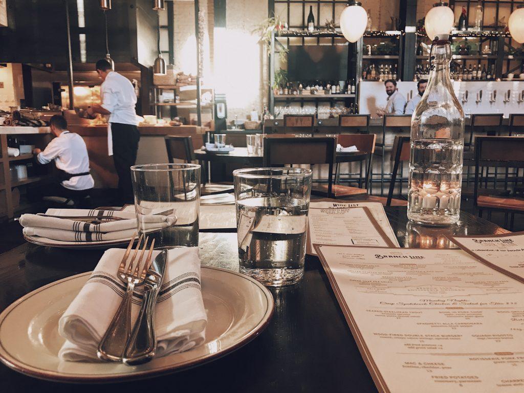 Mit ALMAS INDUSTRIES in der Gastronomie jederzeit gut geschützt   Photo by Cloris Ying on Unsplash